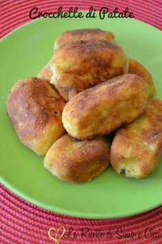 #Crocchette di #patate No Salt Recipes, Veggie Recipes, Cooking Recipes, Italian Dishes, Italian Recipes, Italian Cooking, Chefs, Italian Street Food, Bread Appetizers