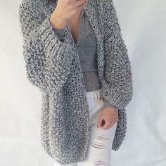 Yes! Finished.. #kirobykim #handmadeinrotterdam #chunkyknits #chunkycardigan #fashionknit #handknit #kimonocardigan