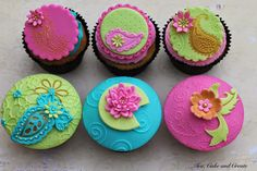 We wrapped up the Bollywood Cupcakes classes yesterday, and I so enjoyed working with those colours and designs (I love paisley!) that I hav...