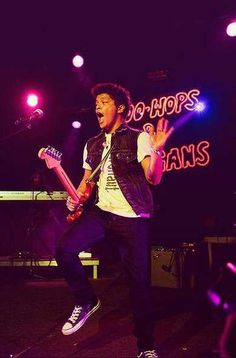 1000 images about bruno mars in concert on pinterest bruno mars ticket and over the. Black Bedroom Furniture Sets. Home Design Ideas