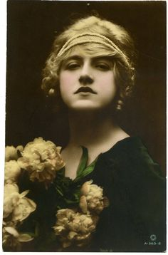 Ivy Close (1890-1968) - tinted postcard (British actress)