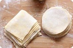 Os contamos cómo hacer la masa wonton para preparar empanadillas chinas, wonton frito, o los aperitivos dim sum, con todos los pasos a seguir.