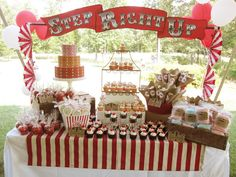 Una estupenda mesa de dulces para una fiesta Circo o Carnaval / An excellent sweet table for a Circus or Carnaval party