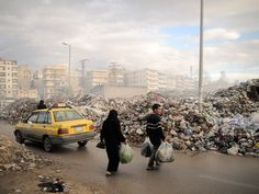 Syrians carry their rubbish to a mountain of garbage in a roundabout in Aleppo, Nov. Due the heavy fighting and shelling, the garbage collection system collapsed weeks ago. MÓNICA G. Aleppo, Syria Pictures, Syria Crisis, Muslim Ban, Spiegel Online, Ghost In The Shell, Weekend Fun, Urban Photography, Photojournalism