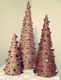 Handmade Christmas Crafts, Mini Christmas Tree, Christmas Ornament Crafts, Xmas Crafts, Christmas Tree Decorations, Christmas Holidays, Christmas Wreaths, Decor Crafts, Ideas Decoracion Navidad