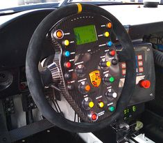 Horror vacui: Flying Lizard Porsche steering wheel - no gauges on the dash. Porsche Wheels, Porsche Gt3, Porsche Cars, Racing Rims, Racing Wheel, F1 Racing, Ferdinand Porsche, Porsche Build, Aircraft Interiors