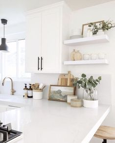 cottage kitchen design, white kitchen with white kitchen cabinets and marble cou. - cottage kitchen design, white kitchen with white kitchen cabinets and marble counter with kitchen o - Küchen Design, House Design, Interior Design, Design Ideas, Cottage Design, Interior Modern, Modern Farmhouse Kitchens, Home Kitchens, Contemporary Kitchen Shelves