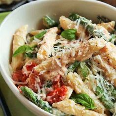 Three-Cheese Ziti with Ricotta, Asparagus and Cherry Tomatoes @keyingredient #cheese #tomatoes