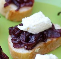 Pinot Noir Caramelized Onions with Roasted Garlic Goat Cheese Crostini