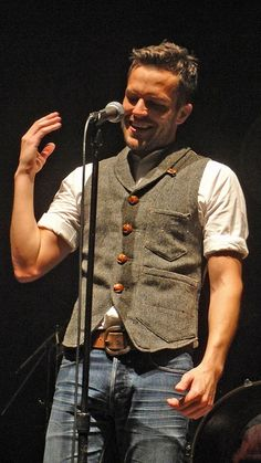 Brandon Flowers - showing how vest-wearing is done.