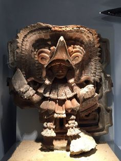 Representación de un sacerdote Olmeca-Xicalanca con los atributos de un ave. Proveniente de Cacaxtla  Tlaxcala