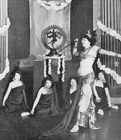 Mata Hari dances the Dagger Dance by pantufla, via Flickr