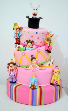 Aluguel de bolo cenográfico em biscuit tema circo rosa