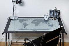 escritorio con mapa