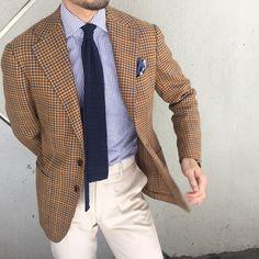 Gun club check sport coat, white shirt with blue candy stripes, navy knit tie, khakis