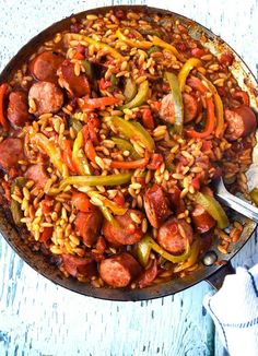 Cheesy Orzo: One Pan Orzo With Sausage And Peppers Easy Delicious Dinner Recipes, Easy Healthy Recipes, Yummy Recipes, Delicious Food, Recipes Dinner, Healthy Meals, Asian Recipes, Cheap Family Meals, Cheap Dinners