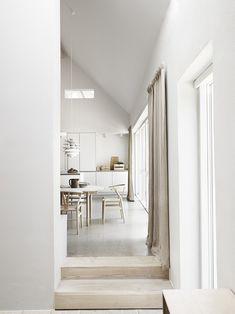 Lampen Küche hinten, Vorhänge, Treppe Küche