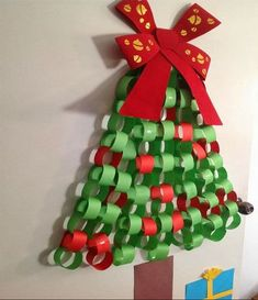 House of Baby Piranha: Christmas Bedroom Door Makeover - Paper Chain Christmas Tree Wall Christmas Tree, Creative Christmas Trees, Christmas Door Decorations, Christmas Art, Christmas Bedroom, Christmas Paper Chains, Christmas Holidays, Preschool Christmas, Christmas Crafts For Kids