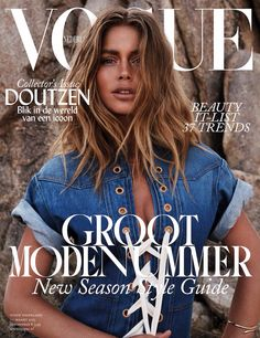 50 covers Vogue Italia February by Steven Meisel. Vogue Portugal March and Vogue Nippon August Vogue Deutsch January by Mark Abrahams. Vogue China July and Vogue Nippon November… V Magazine, Vogue Magazine Covers, Fashion Magazine Cover, Fashion Cover, Vogue Covers, Model Magazine, Doutzen Kroes, Vanity Fair, Gq