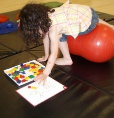 Facilitating Trunk Rotation and Bilateral Motor Coordination - Pinned by – Please Visit for all our pediatric therapy pins Occupational Therapy Activities, Pediatric Occupational Therapy, Pediatric Ot, Speech Therapy, Gross Motor Activities, Gross Motor Skills, Sensory Activities, Motor Planning, School Ot