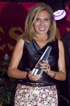 """Maribel Yébenes premiada por su gestión empresarial en """"Instituto de belleza y medicina estética Maribel Yébenes"""""""