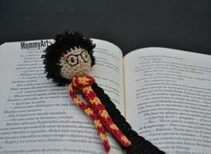 Life is a Book Crochet Bookmarks, Crochet Books, Crochet Home, Crochet Gifts, Crochet Baby, Knit Crochet, Harry Potter Crochet, Harry Potter Dolls, Harry Potter Bookmark