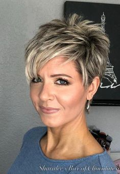 """Mar 2020 - How to style the Pixie cut? Despite what we think of short cuts , it is possible to play with his hair and to style his Pixie cut as he pleases. For a hairstyle with a """"so chic"""" and pointed… Continue Reading → Long Pixie Hairstyles, Short Pixie Haircuts, Short Hairstyles For Women, Short Haircut, Fashion Hairstyles, Layered Haircuts, Blonde Hairstyles, 1920s Hairstyles, Medium Hairstyle"""