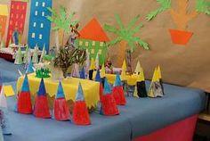 Los pasos intentan reproducir, con materiales escolares, de la forma más fidedigna posible, distas estampas de la Semana Santa.