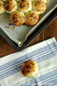 herbaceous on the outside, fluffy on the inside: parmesan herbal rolls on the … – Hair Style Savoury Baking, Bread Baking, Spicy Recipes, Baking Recipes, Tasty Bread Recipe, Party Food And Drinks, Lunch Snacks, Pizza Snacks, Special Recipes