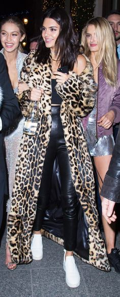 If there's one bold way to top off a winter look, it's with this iconic Kate Moss item. See here how Kendall Jenner styled one in Paris.