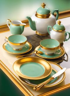 The Colorful World of Waechtersbach: How to Select the Perfect Dinnerware Tea Sets Vintage, Vintage Teacups, Vase Deco, Afternoon Tea Parties, Teapots And Cups, Coffee Set, Dinnerware Sets, Kitchen Items, Vintage China