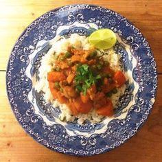 Curry met kippendijen & doperwten