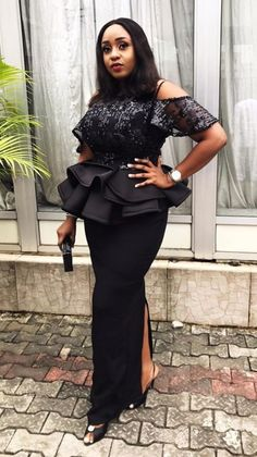 Long African Dresses, African Lace Styles, African Fashion Dresses, October Outfits, African Blouses, African Fashion Designers, Traditional Fashion, African Attire, Jumpsuits For Women