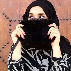 This clutch is life so soft #hijabi #eyes #hijab #hijabfashion #hijabmuslim #hijabista #black #tunisianyoutuber #tunisanblogger