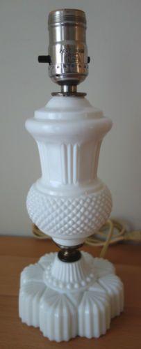 Vintage-Westmoreland-Milk-Glass-English-Hobnail-Diamond-Dot-Table-Lamp