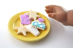 Winter Fun Holiday Sugar Cookie Cut Outs Food for by pippaloo American Girl Food, Ropa American Girl, American Girl Clothes, Doll Crafts, Diy Doll, Ag Dolls, Girl Dolls, American Girl Accessories, Doll Food
