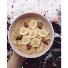 Late Breakfast on a snowy Friday ☁️❄️⛄️ #goodmorning #mojeovesna #oatmeal #oatmeallover #breakfastlover #Padgram