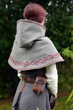 Embroidered viking hood. http://ailim.blogg.se/
