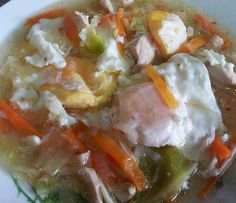 Sup Telur is een eenvoudige en makkelijk te maken maaltijdsoep van kip, groenten en eieren. Je kunt zelf bepalen welke groenten je er in ...