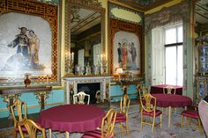 Buckingham Palace The Blue Drawing Room. Before the Ballroom was added to the Palace in the the first State Ball was held in the Blue Drawing Room in May 1838 as part of the celebrations leading up to Queen Victoria's Coronation. Buckingham Palace Floor Plan, Buckingham Palace Garden Party, African American History, British History, Palace London, Princesa Beatrice, Queen Wedding Dress, Copacabana Palace, Buckingham Palace