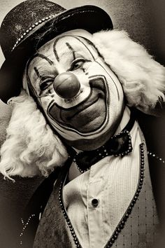 clown pagliacci at DuckDuckGo Clown Film, Gruseliger Clown, Clown Faces, Circus Clown, Creepy Clown, Circus Theme, Circus Party, Types Of Clowns, Demons