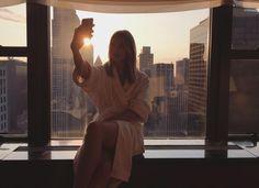 Lors d'une interview, Karlie Kloss a révélé les cinq vêtements et accessoires essentielles de sa garde robe.