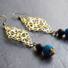 Boucles d'oreilles longues, pendantes d'oreilles dorée bleu canard noir, perles fines jaspe lave, bijou romantique