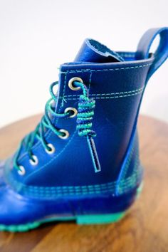 How to Tie Bean Boots - Carly the Prepster How To Lace Converse, Converse Laces, Best Knots, Ll Bean Boots, Farm Photo, Christmas Tree Farm, Cold Weather Fashion, Winter Photos, Navy And Green