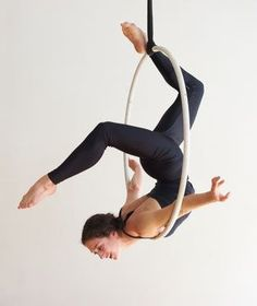 50 Amazing Aerial Yoga Poses For Yoga Lover 2019 - Page 28 of 50 - Chic Hostess Aerial Dance, Aerial Hoop, Lyra Aerial, Aerial Gymnastics, Aerial Acrobatics, Aerial Arts, Pole Dance, Dance Photography, Photography Photos