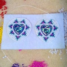 Another pair ❤ Beaded Earrings Native, Beaded Earrings Patterns, Native Beadwork, Native American Beadwork, Bead Loom Patterns, Beading Patterns, Beading Ideas, Bead Earrings, Beadwork Designs