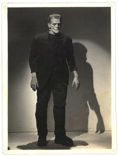 Frankenstein was a creature incapable of all but the simplest of functions and was treated like a monster. He was rejected by his father, Dr. Frankenstein, tormented by Fritz, the Dr.'s assistant, and locked in a cellar. Classic Monster Movies, Classic Horror Movies, Classic Monsters, Horror Films, Horror Art, Horror Stories, Boris Karloff Frankenstein, Frankenstein 1931, Frankenstein Costume