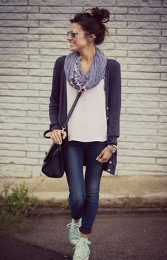 Looks like a casual Friday #copenhagenstreetstyle #danishfashion #crossbody #minskatcopenhagen #danishdesign #italianleather #blackbag #bag #fashion #casual #streetstyle #denim #handbag #friday