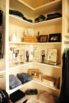 Closet corner shelving. Why have I never thought about doing my corner like this? Seems like a good use of space!