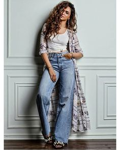 Deepika Padukone is rightly called Bollywood's reigning queen bee. All of the gorgeous actress has managed to conquer Bollywood with her outstanding… Bollywood Fashion, Bollywood Actress, Hijab Fashion, Fashion Outfits, Womens Fashion, Bollywood Style, Fashionable Outfits, Ethnic Fashion, Celebrity Outfits